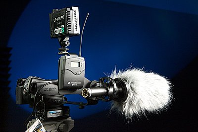 Worthwhile To Attach External Mic to Canon HG20?-sr11.jpg