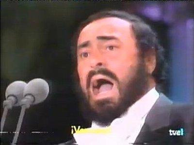 Luciano Pavarotti microphones-pavarotti-mikes.jpg