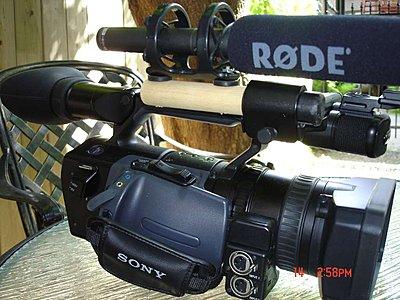 skinny mic, fat holder on camera-02-broom-mount_small.jpg
