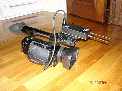 skinny mic, fat holder on camera-11-wireless-mount_small.jpg