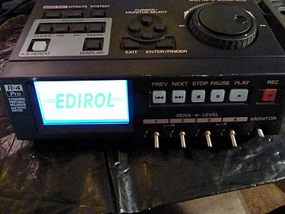 Converting my Edirol R4 Pro drive to solid state-booting.jpg