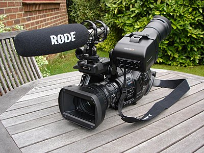 New Rode NTG-3 Shotgun on a PMW-EX3-pwmex3-rode-ntg3-002-mspaint-.jpg