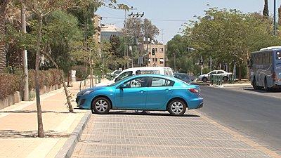 Shooting in xvYCC-blue-car.jpg