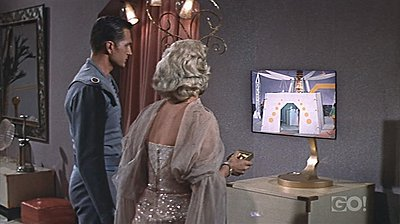 Flat-screen TVs, futuristic in 1958-queen-space-tv-1.jpg