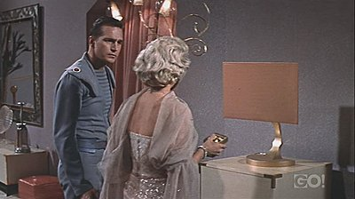 Flat-screen TVs, futuristic in 1958-queen-space-tv-2.jpg