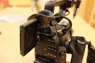 Canon C100  Zacuto Eyecup for Viewfinder-c-cup-c100-lcd.jpg