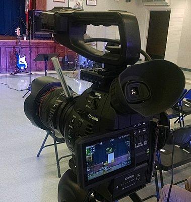 Power zoom EF lenses-c100-lever.jpg