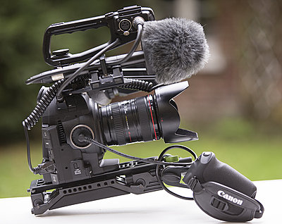 C100 or C100 mark II-c100_03.jpg