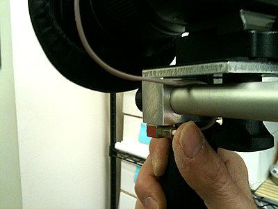 Shoulder Brace for my Canon 60D-switch-finger.jpg