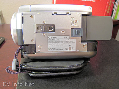 HG10 pics -- various camcorder details-hg10underneath.jpg