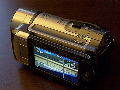 Hands on the new Canon HF11-hf10-lcd1.jpg