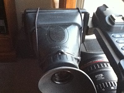 can I tighten viewfinder so it holds Hoodman Loupe?-photo2.jpg