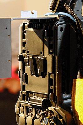 Nano Flash mount for PMW-350-battery-mount-2.jpg