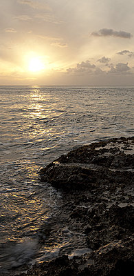 Post Your Photos (and lens/processing info)-makua-sunset.jpg