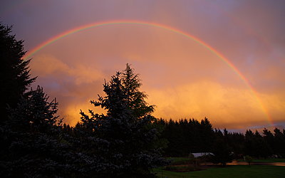 Post Your Photos (and lens/processing info)-giantrainbow_1440x900.jpg