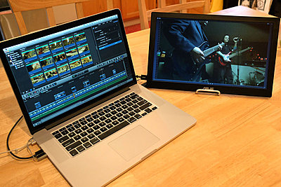 FCPX portable editing on dual screens-asus-mb168b-fcpx-viewer-right.jpg
