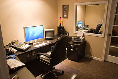 Lets see those Edit Suites-edit-suite-02.jpg