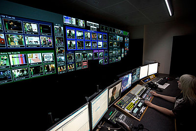 Editing chairs and other stuff-mtv-networks-data-monitoring-video-walls-image7.jpg