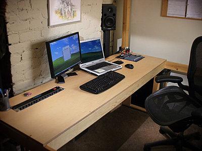 Post pics of your setup-desk.jpg