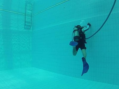 Experiences with GoPro Hero 2 in indoor swimming pool?-gif-v1.jpg