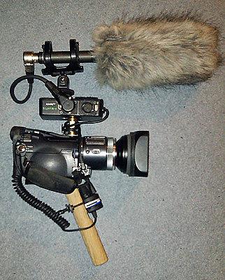 A left-hander camcorder?-hc1_grip1.jpg