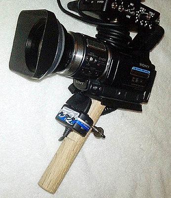 A left-hander camcorder?-hc1_grip2.jpg