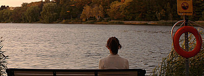 GH1 Feature film grabs (Anamorphic, 40Mbps hack)-jen_bench.jpg