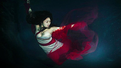 Lighting a swimming pool for underwatershots-underwater-fashion.jpg