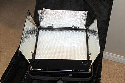 ikan IFD1024-A 3-Point Light Kit Sony V-Miount Like NEW!-d.jpg