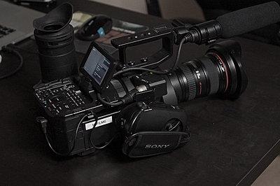 Sony NEX-FS700U with 4K Upgrade-fs700-right-side.jpg