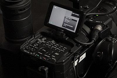 Sony NEX-FS700U with 4K Upgrade-fs700-lcd-top.jpg