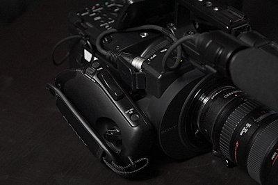 Sony NEX-FS700U with 4K Upgrade-fs700-grip.jpg
