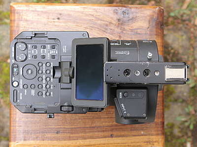 Sony FS700 + 5batteries and duo charger / option: mattebox, baseplate and grip reloc-fs700_top.jpg