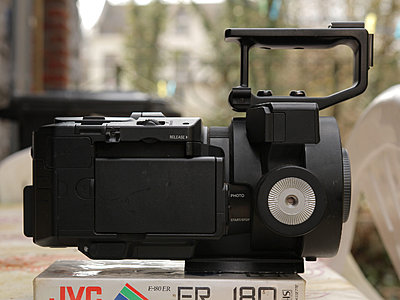 Sony FS700 + 5batteries and duo charger / option: mattebox, baseplate and grip reloc-fs700_right.jpg