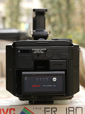 Sony FS700 + 5batteries and duo charger / option: mattebox, baseplate and grip reloc-fs700_back.jpg