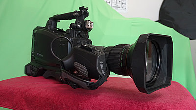 Sony PMW500 camera kit-lens-right.jpg