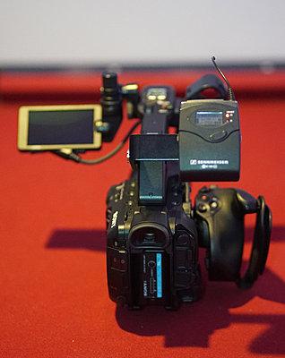Pxw-fs5   wireless mic bracket-005.jpg
