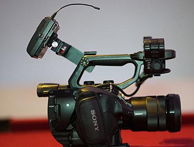 Pxw-fs5   wireless mic bracket-00f.jpg