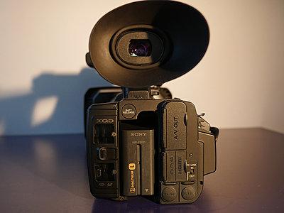 Sony PXW-Z100-battery.jpg