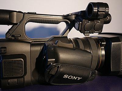 Sony PXW-Z100-hand-grip.jpg