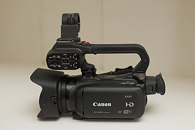 Canon xa20 - excellent, original box, accessories, more-01-xa20a-screen-side.jpg