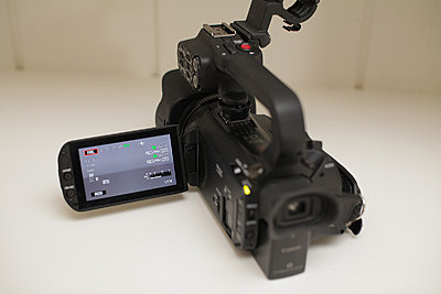 Canon xa20 - excellent, original box, accessories, more-02-xa20a-screen.jpg