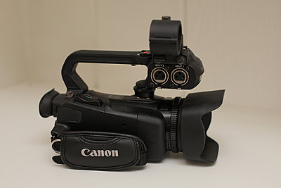 Canon xa20 - excellent, original box, accessories, more-03-xa20a-handle-side.jpg
