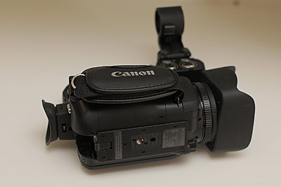 Canon xa20 - excellent, original box, accessories, more-04-xa20a-bottom.jpg