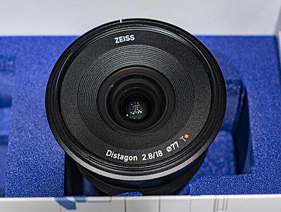 Zeiss Batis 18mm, f/2.8, E-mount-batis-box-front-glass-2425.jpg