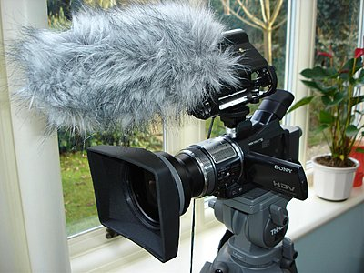 Sony VCL-HG0737Y with HDR-HC3-hc1-wa-lh77-lcd-open-aw28022008.jpg