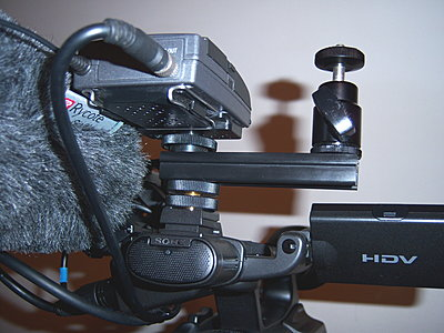 Mounting a light and mic on the FX1000-z5_frontlightconfig.jpg
