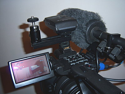 Mounting a light and mic on the FX1000-z5_rlightconfig.jpg