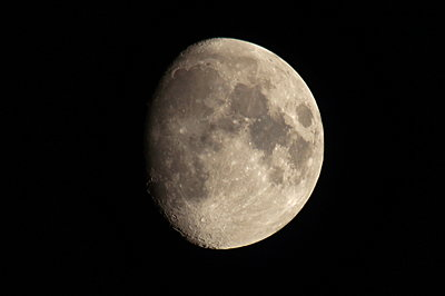 2x zoom on camera-moon.jpg