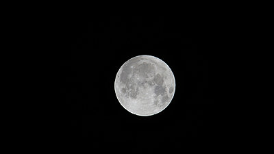 2x zoom on camera-moon_1920.jpg